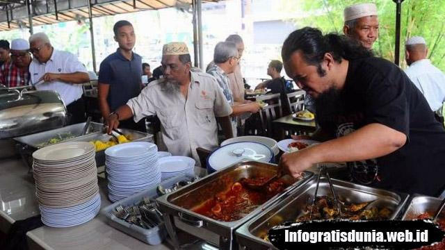 Restoran Beri Makan Gratis 1000 Orang Setiap Siang